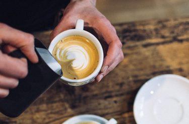 A IMPORTÂNCIA DE QUEM SERVE O CAFEZINHO