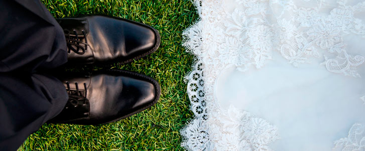 noivo-e-noiva-casamento-pes-do-noivo-sapato