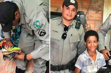 Policiais militares ajudam menininho que procuava material escolar no lixo