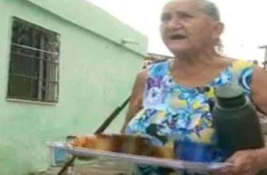 Sem cobrar nada, idosa distribui café pelas ruas de seu bairro