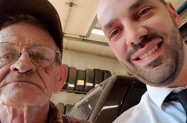 Idoso empresta carro a desconhecido para ajuda-lo a chegar em funeral