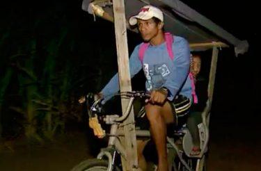 Pai adapta bicicleta e pedala quase 40 km por dia para levar filha na escola [vídeo]
