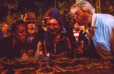 Padre brasileiro comemora aniversário com Moradores de Rua em grande festa