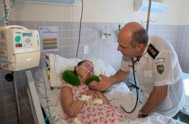 Médico, mesmo APOSENTADO, continua visitando paciente que está em coma há 17 anos <3