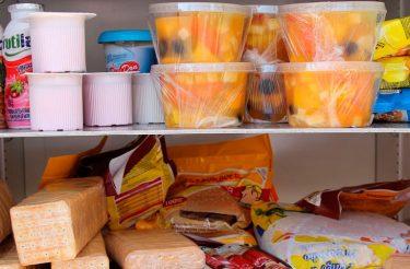 De graça, Geladeira comunitária em SP disponibiliza alimentos para qualquer pessoa que tenha fome!