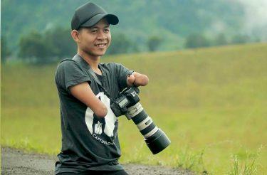 Este homem nasceu sem mãos e pernas e se tornou um fotógrafo profissional, mas as fotos que ele tira falam por si só
