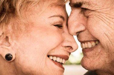 6 dicas de casais idosos, que são apaixonados há anos, para o seu relacionamento <3