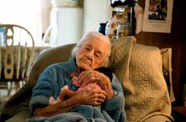 Em estado terminal, Senhora de 92 anos desafia diagnóstico dos médicos para conhecer a tataraneta