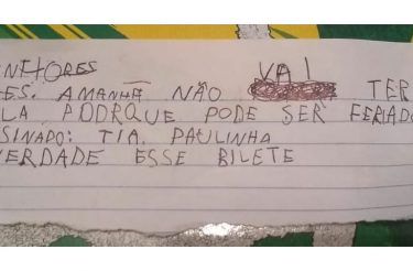 'Bilete' feito por menino para faltar à escola viraliza, mãe é criticada e a discussão levanta uma importante reflexão