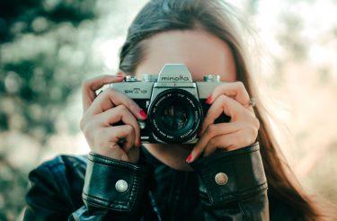 60 Frases para usar nas suas fotos sozinha