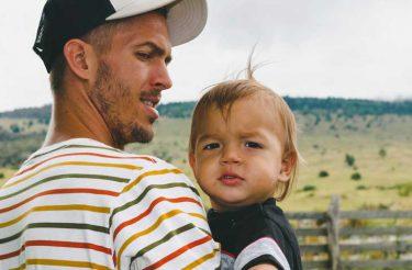 Antes de morrer Pai deixa cartas para seu filho para guiá-lo pela vida